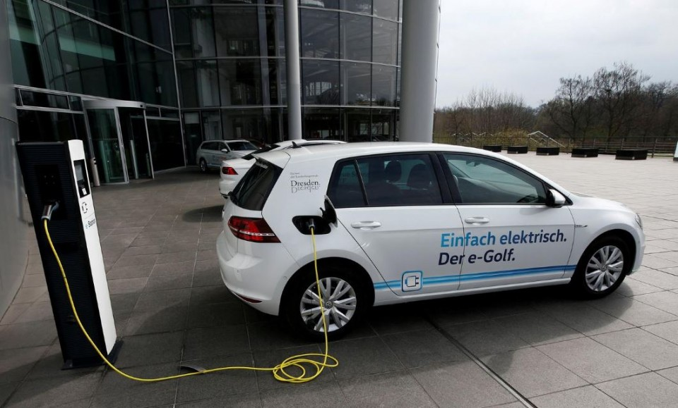 An e-Golf electric car is pictured charging outside the new production line of the Transparent Factory of German carmaker Volkswagen in Dresden, Germany March 30, 2017. REUTERS/Fabrizio Bensch/File Photo